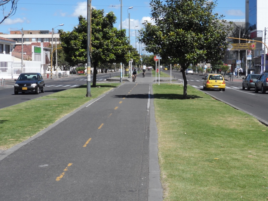One of the many bike paths that are found throughout the city runs down the middle of Calle 19